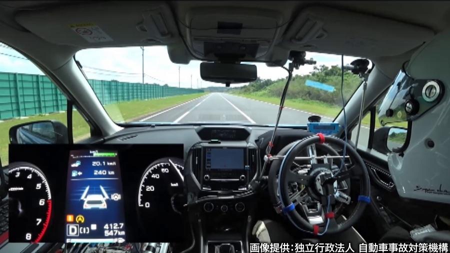 JNCAPでは、条件を同一にするため、後づけの自動運転システムで試験対象車両を制御する。