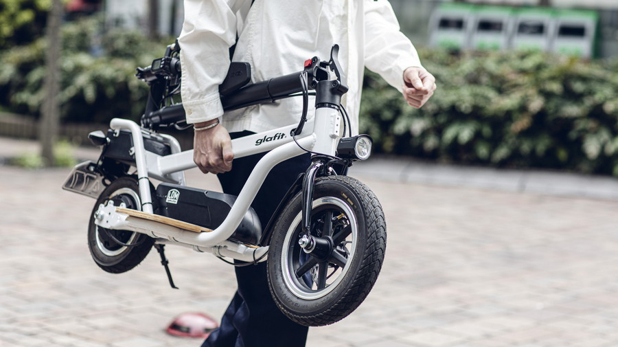 X-SCOOTER LOM:アプリによるバイク本体の管理が可能。シェアリングモデルの普及への期待も高まる。