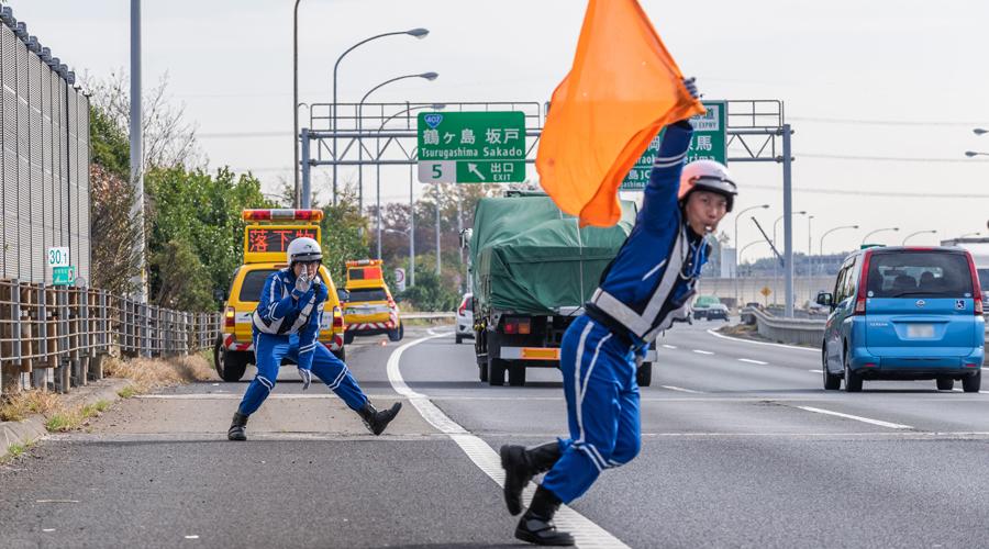 『高速道路の落下物ランキング!落とした時の対処法は?』