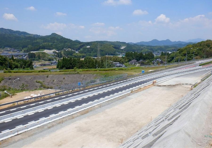 地すべりからの 復旧が進むE34長崎道の武雄JCT。画像提供:NEXCO西日本