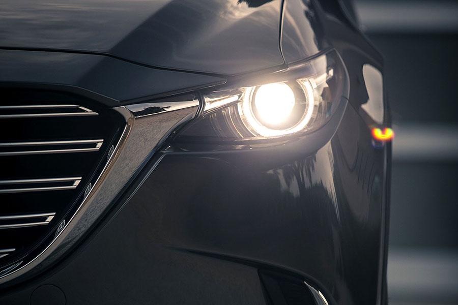 自動でヘッドライトを点灯・消灯する「オートライト機能」の義務化が、2020年4月からはじまった