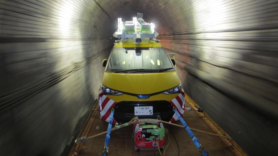 首都高の「インフラドクター」の計測車両。ベース車両はトヨタ「エスティマ」だ。画像提供:首都高速道路株式会社
