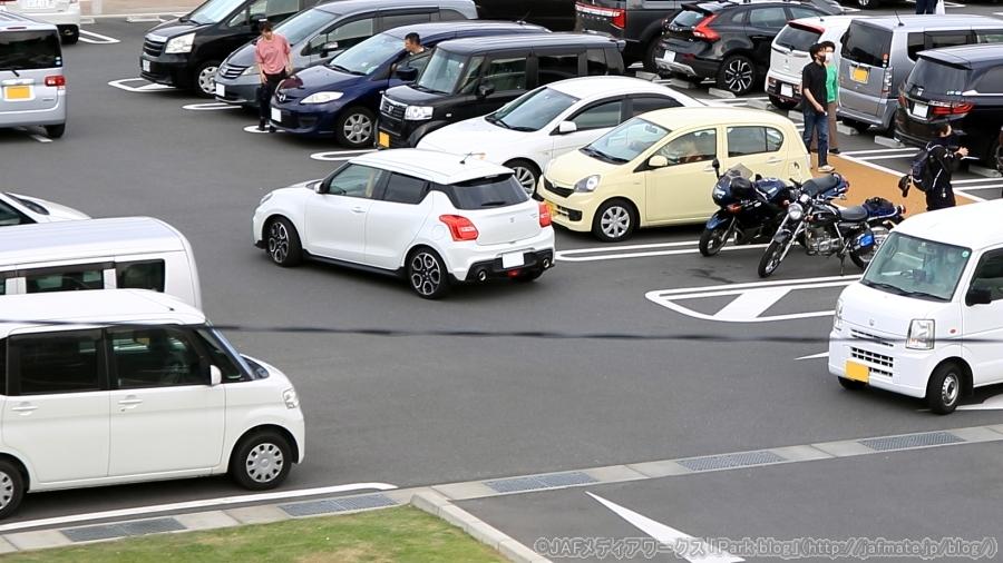 2020年度も、全国のSA・PAの駐車マスが拡充される(駐車場のイメージ)。