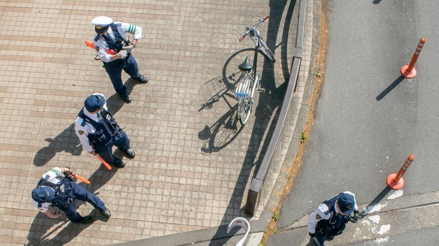 あおり運転|自転車|改正|道路交通法|妨害運転|警察と自転車のイメージ
