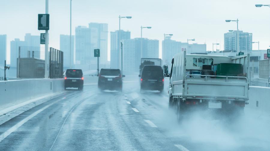 雨天|交通事故|首都高速|施設接触|高速道路|スリップ|雨天の高速道路のイメージ