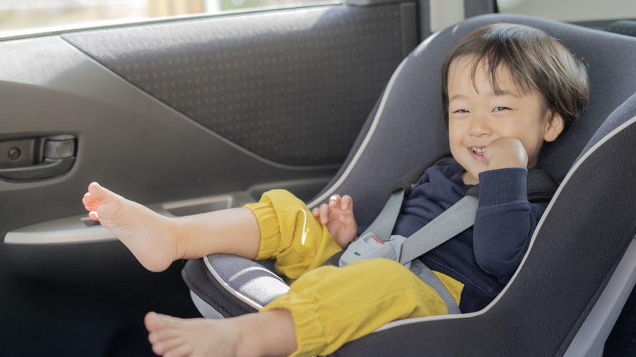 チャイルドシートを使用すれば子どもが窓の上部にまで手が届かないので、挟み込み事故のリスクはぐっと減るはずだ。