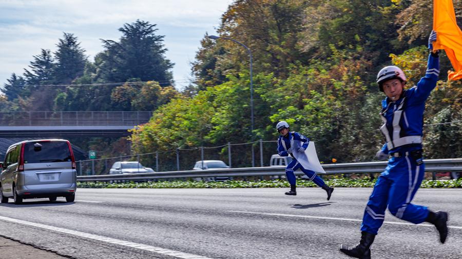 高速道路|落下物|ランキング|道交法|落下物処理をする交通管理隊2