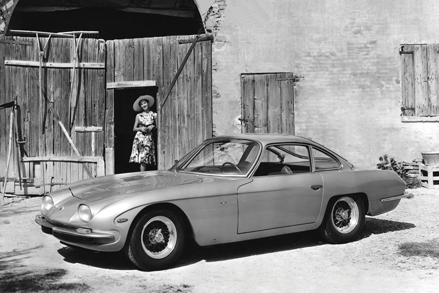 GTVより角が丸くなった印象の市販型350GT。
