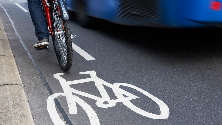 「自転車の車道通行に関する調査」によると、9割以上の人が車道通行に危険を感じていることが明らかになった。