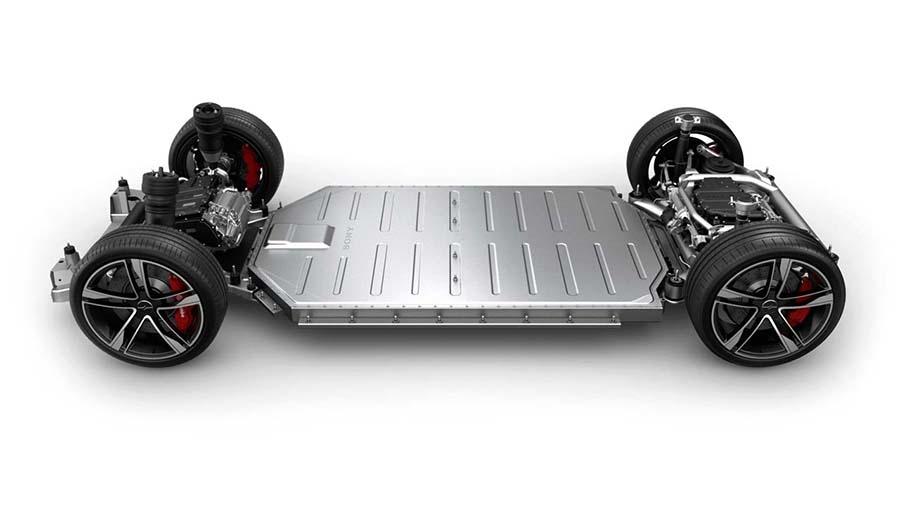 バッテリーをフロアに搭載することでスポーツカー並みの低重心を実現した(写真提供:ソニー)