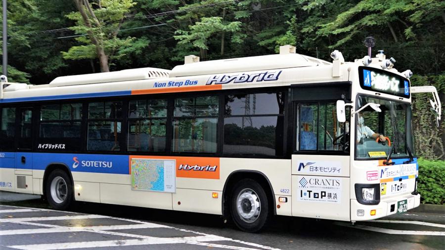 相鉄バスが自社所有する自動運転大型バス。日野製「ブルーリボン ハイブリッド 2SG-HL2AMBP 改」。相鉄バスホームページより。