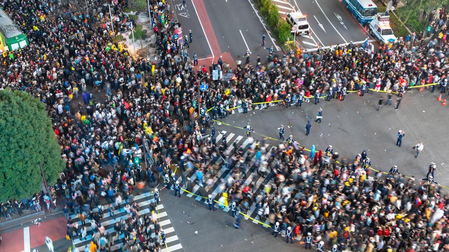 渋谷ハロウィン対策として、京急バスと京王バスが迂回運行などを実施する。