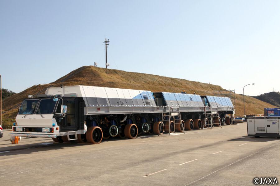2018年に登場した、JAXAの大型ロケット移動発射台運搬車のニューモデル。