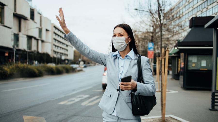 タクシー|マスク着用|乗車拒否|運輸約款|マスクをしたタクシー乗客のイメージ