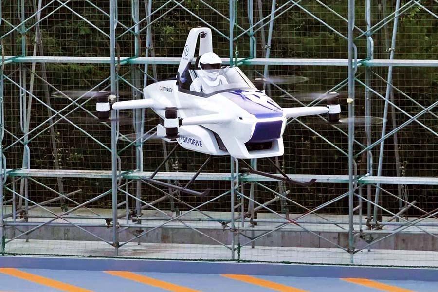 8月25日、有人による飛行試験が実施され、約5分にわたって飛行を続けた