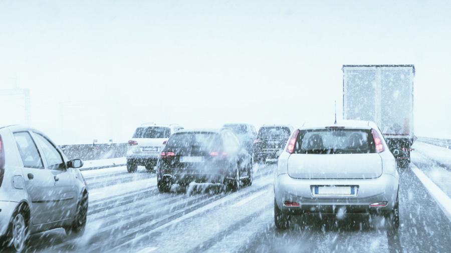 高知道|川之江東JCT~大豊IC|冬用タイヤ規制|スタッドレスタイヤ|降雪時の高速道路のイメージ