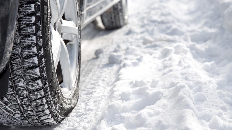 NEXCO東日本|高速道路|冬用タイヤ装着率|スタッドレス|ノーマルタイヤ|タイヤと雪のイメージ