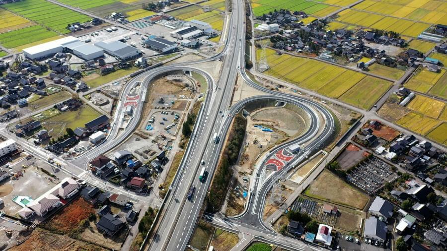 12月13日にE8北陸道で開通する上市スマートIC。