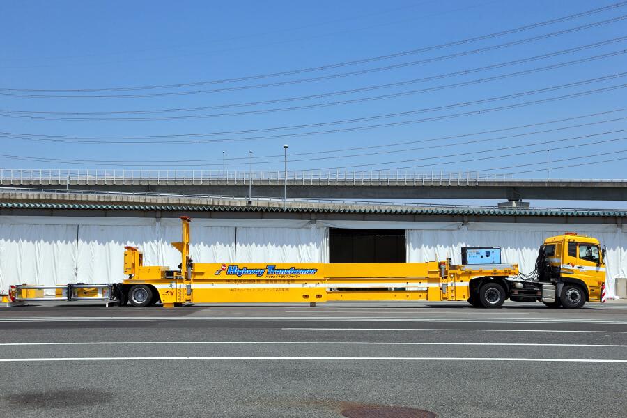 NEXCO中日本の「ハイウェイ・トランスフォーマー」を真横から。画像提供:NEXCO中日本