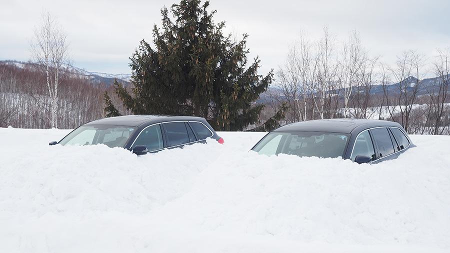 大雪|立ち往生|車中泊|一酸化炭素中毒|対策|雪に埋まったクルマの様子