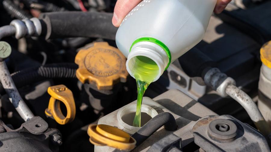 寒冷地仕様車の場合は、冷却水の濃度が50%に高められ、-35度まで耐えられる仕様になっている。