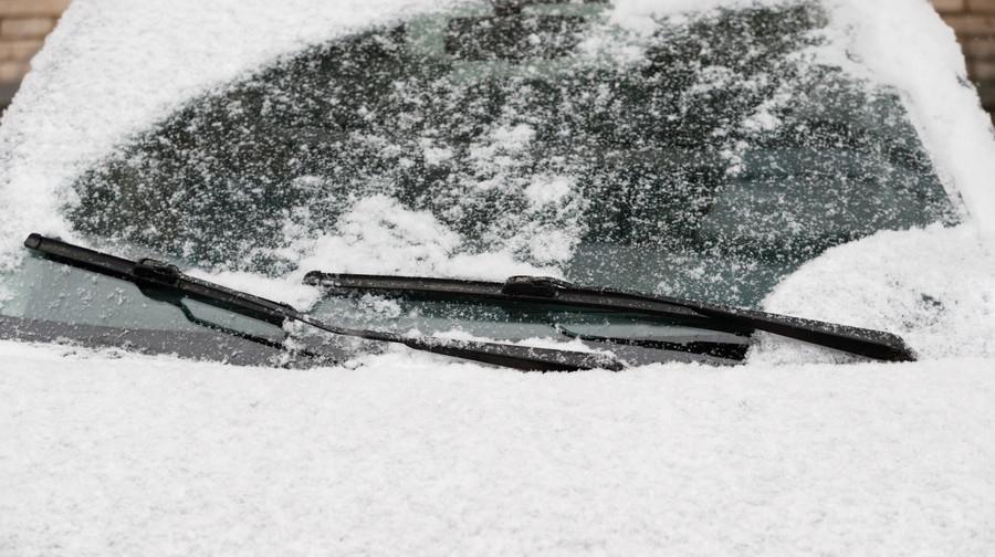 重い雪をかき分けるために、ワイパーの強化も寒冷地仕様車には欠かせない。