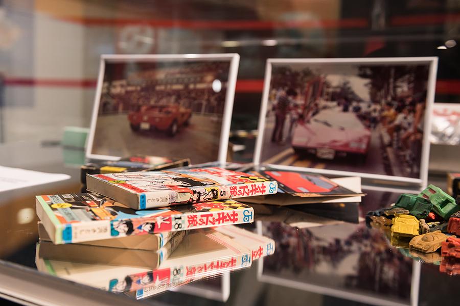 【スーパーカー・ブーム】1977年あたりをピークに日本全国の小中学生を熱狂の渦に巻き込んだ自動車ブーム。ブームに火を付けたのは週刊少年ジャンプに連載された「サーキットの狼」であった。