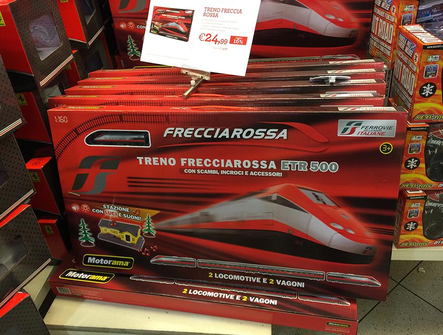 イタリア版新幹線「フレッチャロッサ」の鉄道模型セット。24.99ユーロ(約3200円)。
