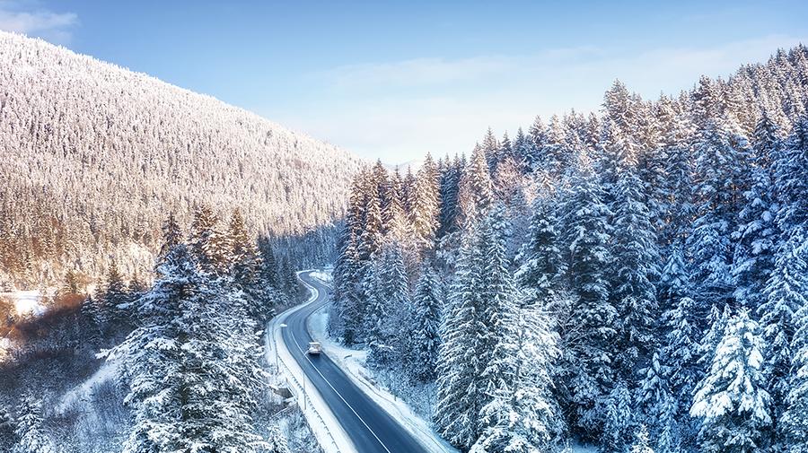 峠などの急峻な地形でのホワイトアウト