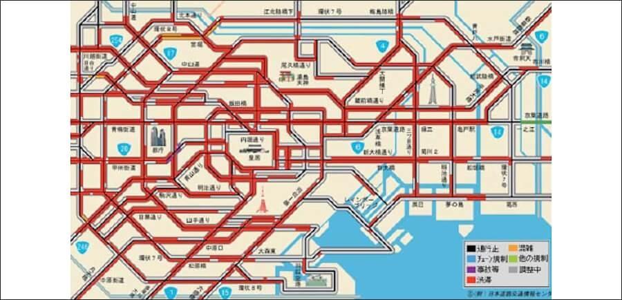 画像5。公益財団法人 日本道路交通情報センターが運営する「道路交通情報Now!!」における、2011年3月11日19時40分時点の東京都心部の一般道路の交通状況(赤が渋滞を示す)。数多くの幹線道路で大渋滞が発生した。画像提供:公益財団法人 日本道路交通情報センター