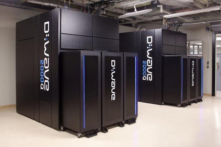 カナダ・D-Wave社製の商用量子アニーリングマシン「D-Wave2000Q」。画像出典:D-Wave社Webサイト