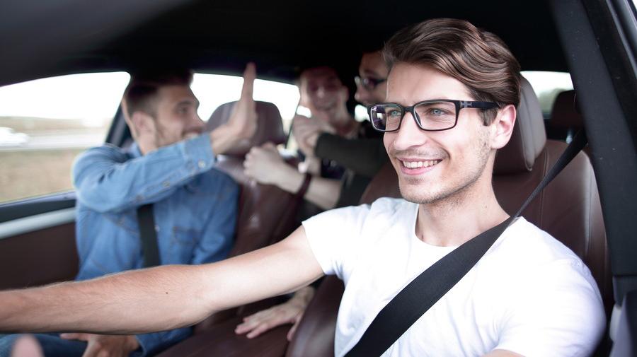 車内でアナログゲームを楽しむ際には、盛り上がりすぎず、くれぐれも安全運転に気を付けるようにしよう。