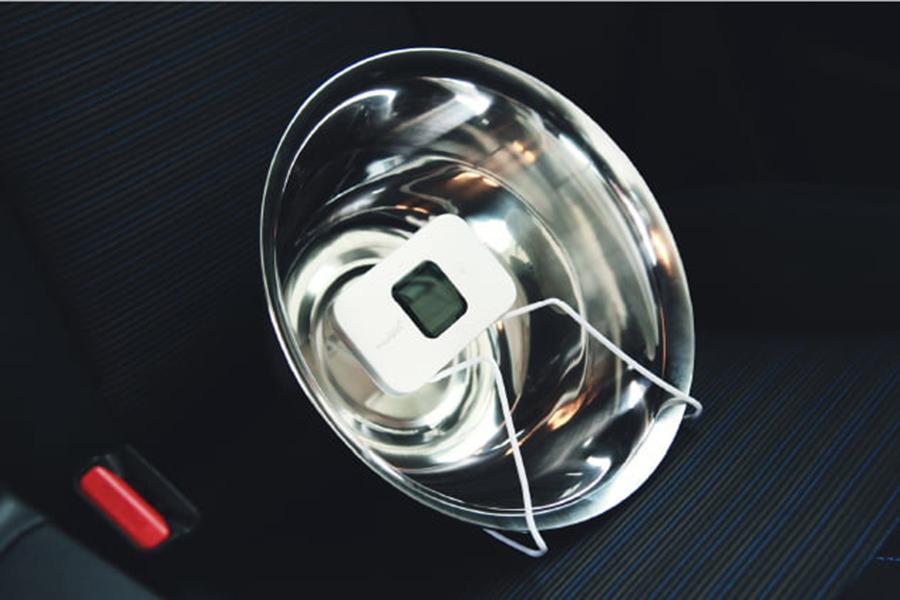 料理ボウルをパラボラアンテナとして活用し、Wi-Fiの通信速度を上げよう! スマホのテザリングやポケットWi-Fi、また自宅のルーターにも有効とのこと。(※電波の強化を100%保証するものではありません。)