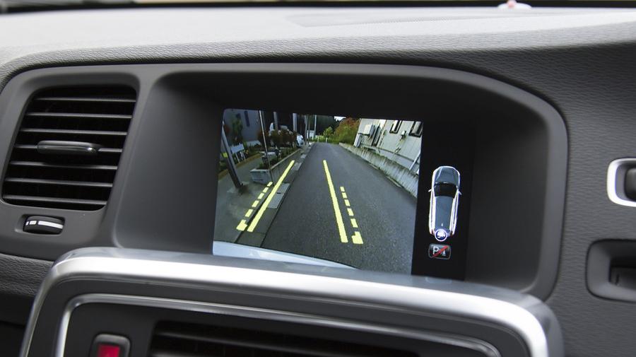 国土交通省は2021年4月1日、バックカメラや検知センサーなどの装備を義務化する方針を明らかにした。