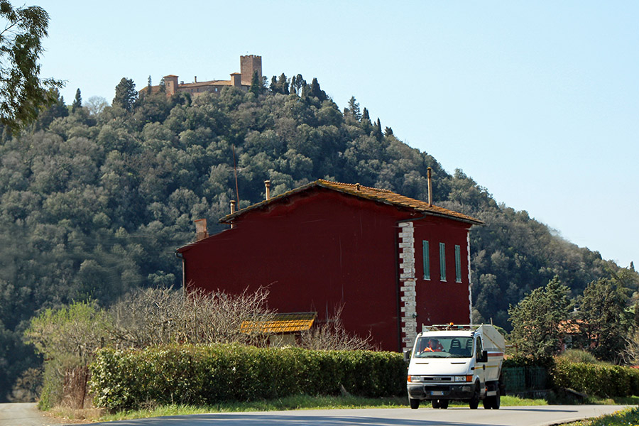 イタリアの道路管理会社「アナス」がかつて管理要員を駐在させていたカーザ・カントニエラの一例。