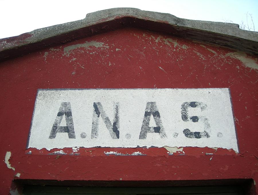 ANASとは、国家国道公社を意味するイタリア語の略称だった。