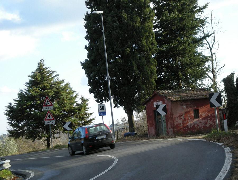 ANASの施設は、イタリアの一般道における一風景である。