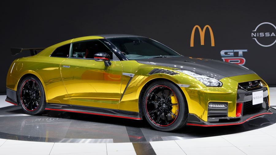 トミカハッピーセット|マクドナルド|日産|GT-R NISMO 2022年モデル|特別色の実車(斜め前方)