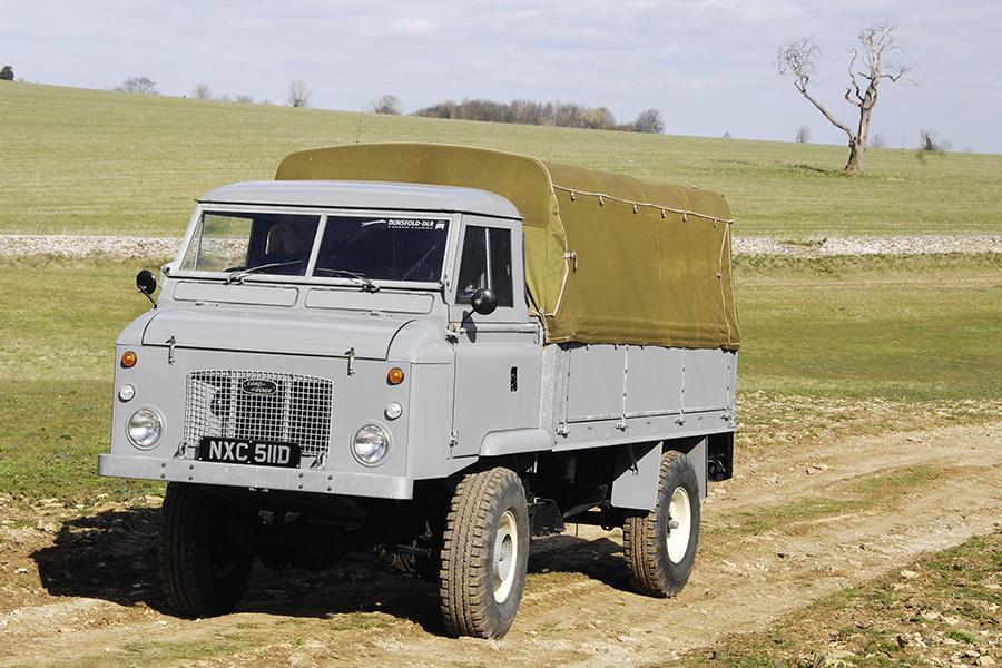シリーズⅡの時代にはフォワードコントロール、日本式にいうキャブオーバーのトラック風もシリーズに加わった。