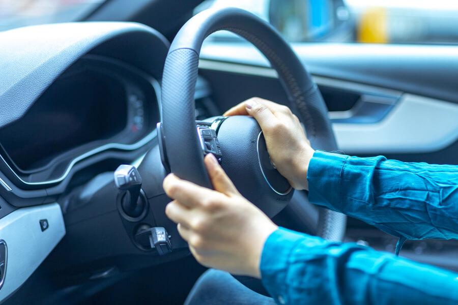 広島大の研究により、ニュートラルな感情はスピード抑制に寄与することが科学的に証明された。(画像はイメージです)