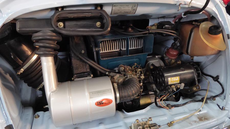 スバル360(1968年式)の強制空冷式エンジン