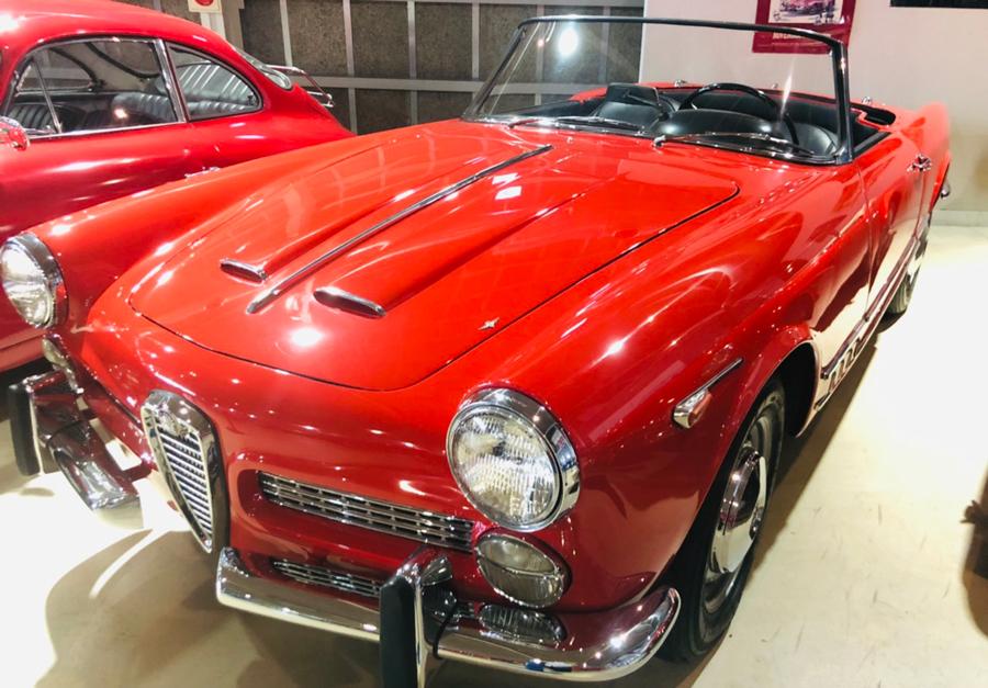 1960年代|自動車博物館|クラシックカー|那須クラシックカー博物館|アルファロメオ・2000スパイダー|斜め前1