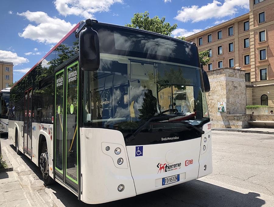 参考までに、イタリアにおける一般的な市内用路線バスの例。中部トスカーナ州のブレダメナリーニ社製である。
