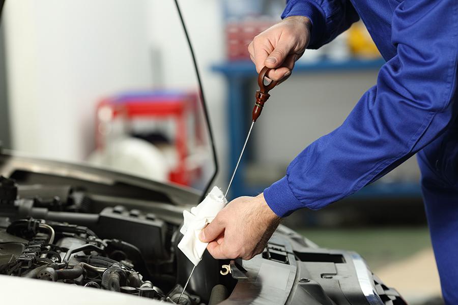 クルマは、消耗や劣化が進むことで充分な性能を果たすことができず、車輌性能へ悪影響を及ぼす部品が数多く存在します。クルマの性能維持に必要な部品は定期的に交換するよう心がけましょう。