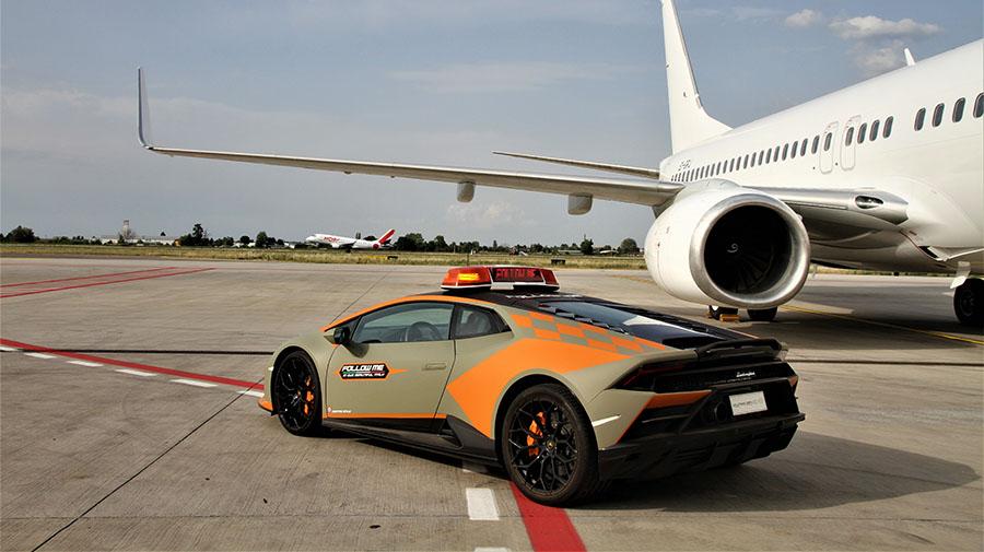 ボローニャ空港,誘導車,ランボルギーニ