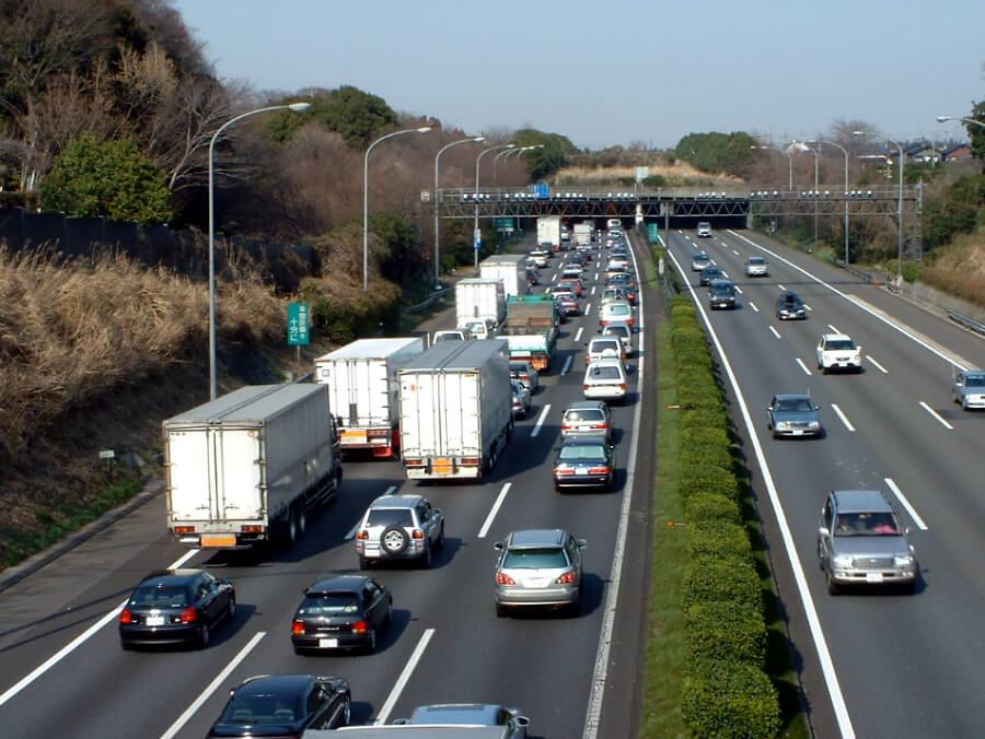 東名高速・大和トンネル付近(上り)の渋滞の様子。出典:NEXCO中日本プレスリリース