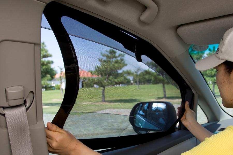 車中泊 暑さ対策 夏 グッズ 対策方法 涼しい ウィンドーはめ込み式の網戸 