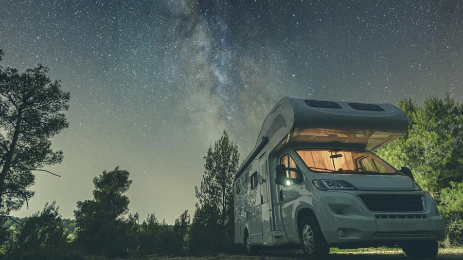車中泊 暑さ対策 夏 グッズ 対策方法 涼しい 標高の高いキャンプ場のイメージ
