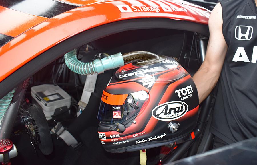 ヘルメットにダクトを繋げて外気を流し込む