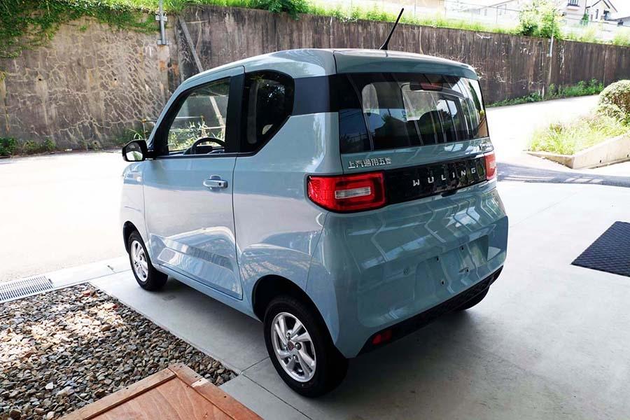 スタイルは前後左右にわたって、ほぼスクエアな形状を持つ。サイズ感は日本の軽自動車の全長を50cmほどカットしたようなイメージだ